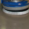 Однодисковая роторная шлифовальная машина для удаления старых защитных порытий с пола